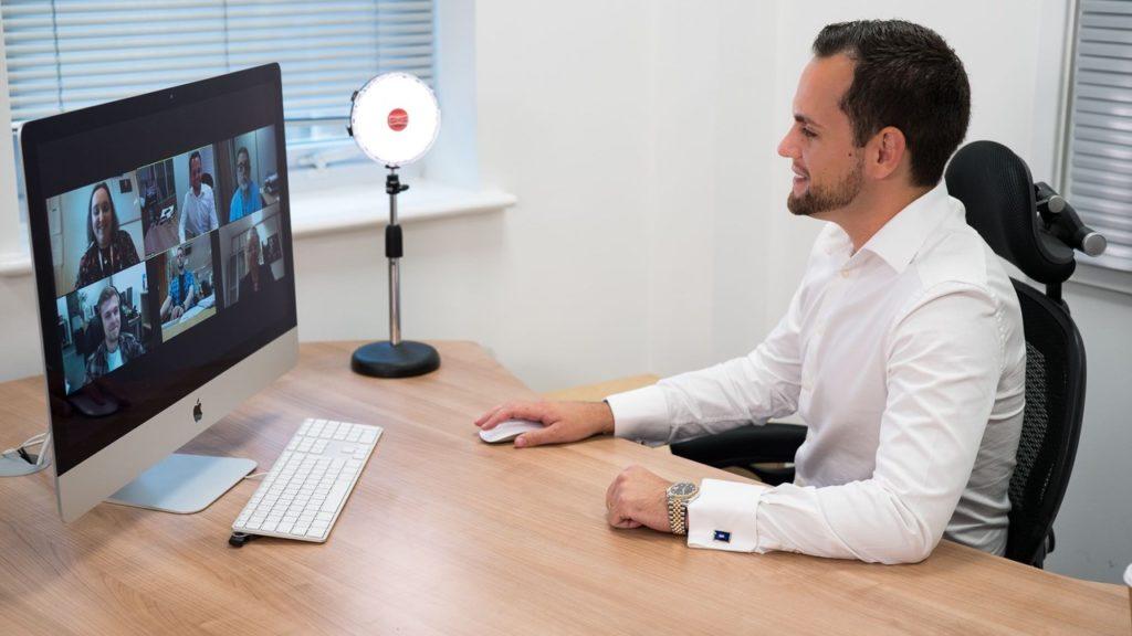 Un KIT lumière LED dédié à la vidéoconférence chez Rotolight © DR
