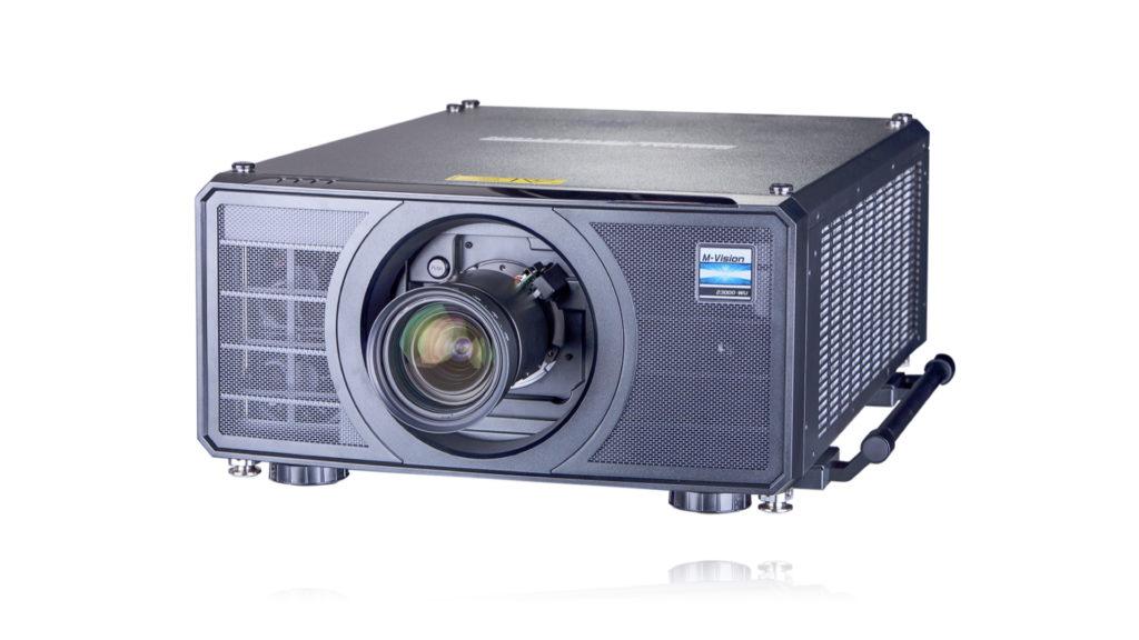 Pleine puissance de luminosité pour le nouveau projecteur M-Vision 23000 chez Digital Projection © DR