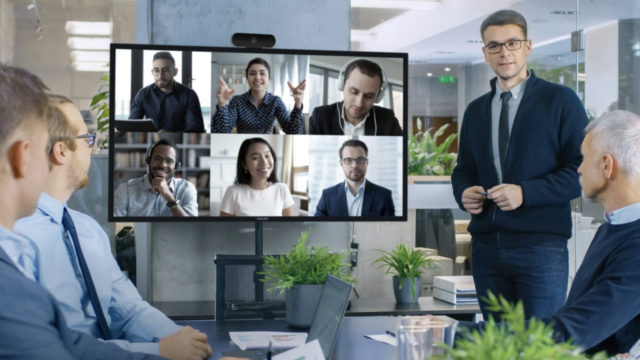 La nouvelle gamme d'affichage d'entreprise Série C certifiée Crestron, Windows 10 de Philips est maintenant disponible en EMEA © DR