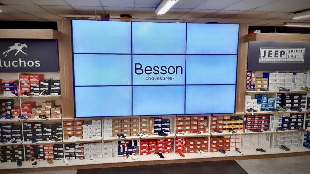 Besson Chaussures installe des murs vidéo Philips PDS dans son magasin © DR