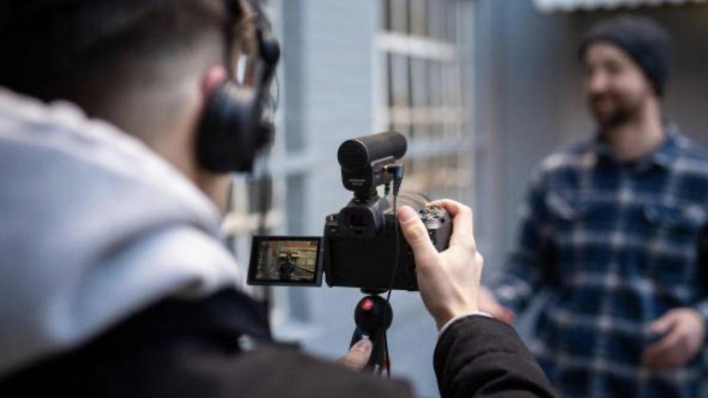 Contrôle total : Vérification facile des niveaux et des performances audio grâce à la sortie casque de monitoring et avec réglage du volume © DR